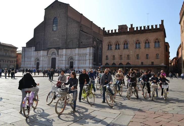 Bologna cycling tour