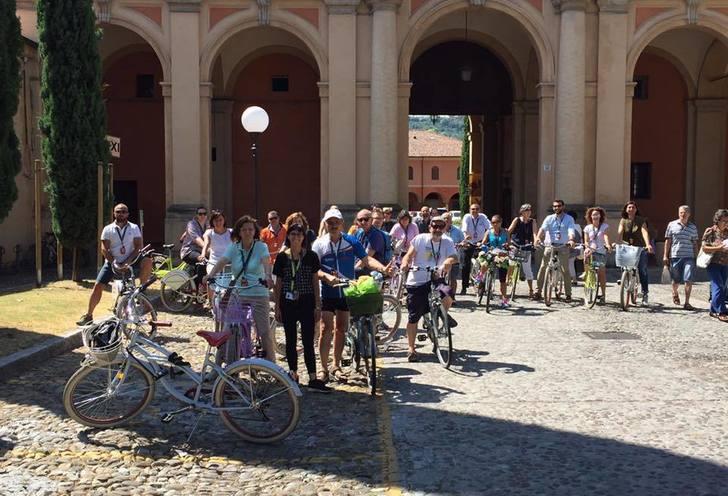 Certosa cemetery bike tour